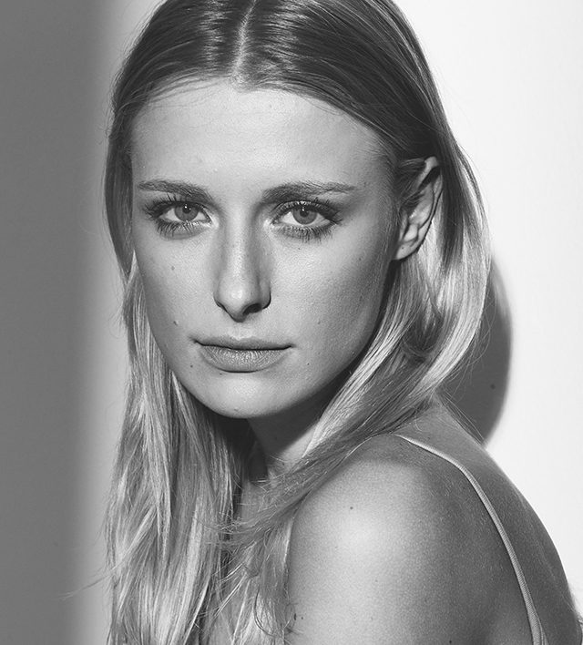 Sasha Schenkel (23)