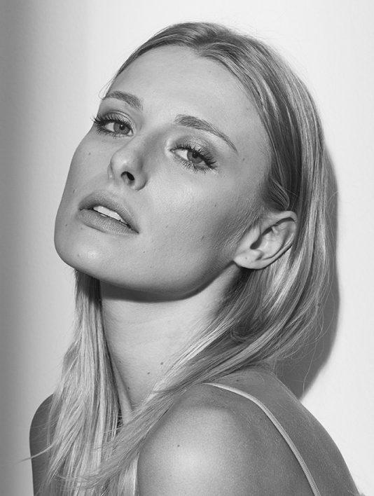 Sasha Schenkel (26)